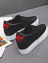 baratos -Mulheres Sapatos Micofibra Sintética PU Primavera Outono Calçado vulcanizado Conforto Mocassins e Slip-Ons Creepers para Casual Branco