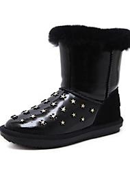 baratos -Mulheres Sapatos Pêlo Inverno Conforto / Botas de Neve Botas Sem Salto Botas Cano Médio Branco / Preto