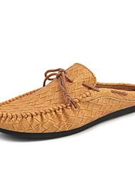 baratos -Homens Sapatos de Condução Couro Sintético Primavera / Verão Conforto Mocassins e Slip-Ons Branco / Preto / Marron