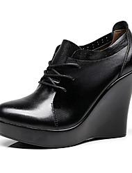 preiswerte -Damen Schuhe PU Frühling Herbst Komfort Outdoor Keilabsatz Runde Zehe für Schwarz