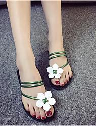 Недорогие -Жен. Обувь Полиуретан Лето Удобная обувь Сандалии На плоской подошве Круглый носок Белый / Черный / Зеленый