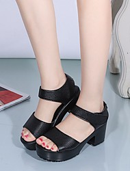 preiswerte -Damen Schuhe PU Frühling / Herbst Komfort Sandalen Blockabsatz für Weiß / Schwarz