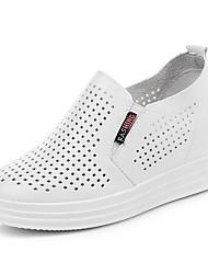 baratos -Mulheres Sapatos Couro Primavera / Outono Conforto Tênis Sem Salto Branco / Preto