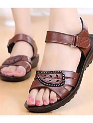Недорогие -Жен. Обувь Кожа Лето Удобная обувь Сандалии На плоской подошве Черный / Коричневый / Винный