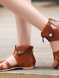 abordables -Femme Chaussures Polyuréthane Printemps été Confort / Nouveauté Sandales Talon Plat Rivet Noir / Beige / Marron