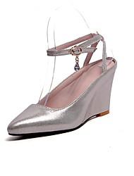 preiswerte -Damen Schuhe Kunstleder Frühling Sommer Pumps Sandalen Keilabsatz Spitze Zehe Schnalle für Party & Festivität Schwarz / Silber / Rot