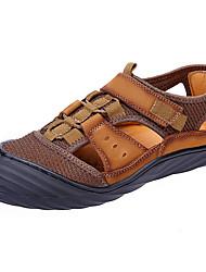 Недорогие -Муж. Кожа Лето / Осень Удобная обувь Сандалии Для плавания Черный / Коричневый