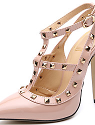 preiswerte -Damen Schuhe Lackleder Herbst Pumps / Komfort Sandalen Stöckelabsatz Niete für Normal / Party & Festivität Schwarz / Hautfarben