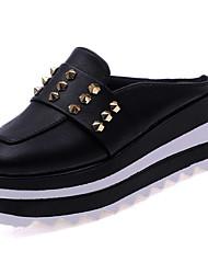 abordables -Femme Chaussures Polyuréthane Eté Confort Sabot & Mules Creepers Bout rond Rivet Blanc / Noir