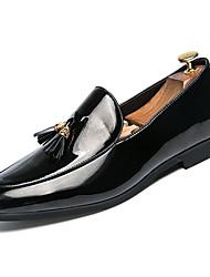 Недорогие -Муж. Официальная обувь Полиуретан Весна & осень Удобная обувь Мокасины и Свитер Белый / Черный