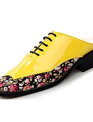 baratos -Homens sapatos Couro Ecológico Verão Conforto Tamancos e Mules Amarelo / Vermelho / Verde