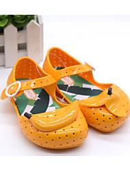 baratos -Para Meninas Sapatos PVC Verão Conforto Sandálias para Amarelo / Verde / Amêndoa