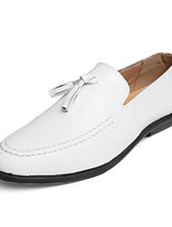 Недорогие -Муж. обувь Кожа Весна / Осень Мокасины Мокасины и Свитер Белый / Черный / Платья