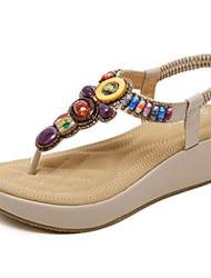 preiswerte -Damen Schuhe PU Sommer Komfort Sandalen Keilabsatz Schwarz / Mandelfarben / Keilabsätze