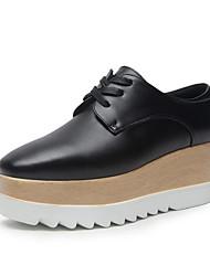 baratos -Mulheres Sapatos Microfibra Primavera / Verão Conforto Oxfords Salto Plataforma Dedo Apontado Preto / Branco / Preto