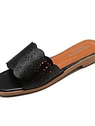 baratos -Mulheres Sapatos Couro Ecológico Verão Chanel Chinelos e flip-flops Sem Salto Branco / Preto
