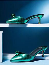 baratos -Mulheres Sapatos Pele Napa Primavera Verão Conforto / Chanel Tamancos e Mules Salto Agulha Dedo Fechado Roxo / Verde / Champanhe