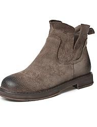 baratos -Mulheres Sapatos Couro de Porco Outono Conforto Botas Salto Baixo Botas Curtas / Ankle Preto / Khaki