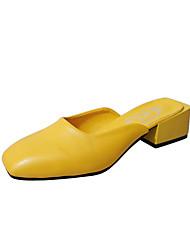 baratos -Mulheres Sapatos Couro Ecológico Verão Chanel Tamancos e Mules Salto de bloco Ponta quadrada Bege / Amarelo / Marron