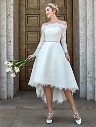abordables -Corte en A Hombros Caídos Asimétrica Encaje Vestidos de novia hechos a medida con Encaje / Broche de Cristal por LAN TING BRIDE®