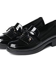 Недорогие -Жен. Лакированная кожа Весна / Лето Удобная обувь Мокасины и Свитер На толстом каблуке Закрытый мыс Белый / Черный / Персиковый