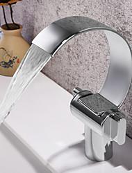 Недорогие -Ванная раковина кран - Водопад / Широко распространенный Хром Настольная установка Две ручки одно отверстиеBath Taps