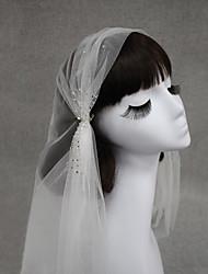 billige -En-lags Euro-Amerikansk Bryllupsslør Fingerspids Slør Med Krystal / Rhinsten 47,24 i (120 cm) Bomuld / nylon med et strejf af stræk