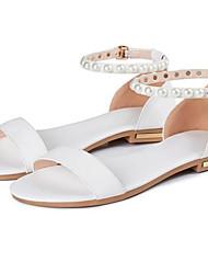 Недорогие -Жен. Комфортная обувь Наппа Leather Лето Сандалии На плоской подошве Золотой / Белый / Черный