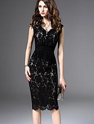 Недорогие -Жен. Офис Тонкие Оболочка Платье - Однотонный, Кружева V-образный вырез Выше колена Черный