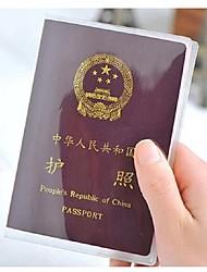 Недорогие -2pc шлифовать прозрачную крышку паспорта водонепроницаемый держатель карточки pvc id паспорта мешок защитный рукав