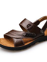 Недорогие -Муж. Комфортная обувь Кожа Лето На каждый день Сандалии Дышащий Черный / Кофейный / Коричневый