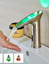 Недорогие -Ванная раковина кран - Датчик Матовый По центру Руки свободно одно отверстие