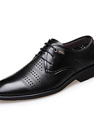 baratos -Homens Sapatos Confortáveis Microfibra Verão Oxfords Preto / Marron