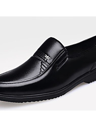 זול -בגדי ריקוד גברים נעלי נוחות עור סתיו נעליים ללא שרוכים שחור / חום