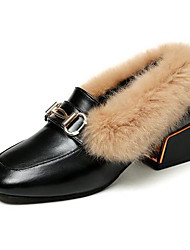 ราคาถูก -สำหรับผู้หญิง PU ฤดูใบไม้ร่วง & ฤดูหนาว รองเท้าส้นเตี้ยทำมาจากหนังและรองเท้าสวมแบบไม่มีเชือก Block Heel สีดำ / ผ้าขนสัตว์สีธรรมชาติ