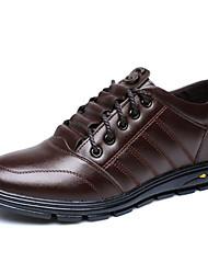 baratos -Homens Sapatos Confortáveis Microfibra Primavera Oxfords Preto / Marron