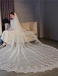 Недорогие -Один слой Кружевная кромка / Элегантный и роскошный Свадебные вуали Фата для венчания с Пайетки / Аппликации 118,11 в (300см) Кружева / Тюль