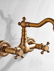 Недорогие -Ванная раковина кран - Широко распространенный Старая латунь На стену Две ручки двумя отверстиямиBath Taps