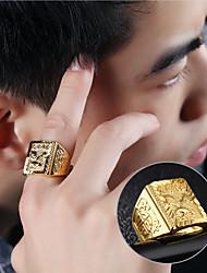 Недорогие -Муж. Кольцо с печаткой 1шт Золотой Золото 18K Геометрической формы азиатский Мода Хип-хоп Повседневные Для вечеринок Бижутерия Стильные С гравировкой Eagle фамильный герб Cool