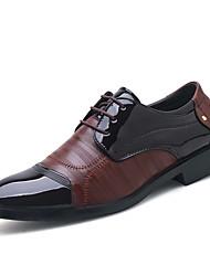 baratos -Homens Sapatos formais Couro Sintético Primavera Verão / Outono & inverno Negócio / Casual Oxfords Respirável Preto / Castanho Escuro