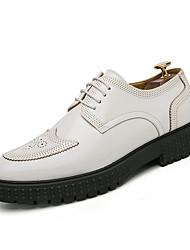 baratos -Homens Sapatos Confortáveis Couro Ecológico Outono Casual Oxfords Não escorregar Preto / Branco