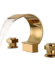 Недорогие -Ванная раковина кран - Водопад Ti-PVD Разбросанная Две ручки три отверстияBath Taps / Латунь