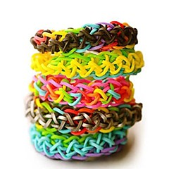 4400pcs Colorful DIY Rainbow Color Loom Style Silicone Band Bracelets 4400pcs Bands ,12 S-clips, 1 Looms ,1Hook+1Box