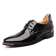 Homens Sapatos formais Microfibra Primavera / Outono Negócio Oxfords Preto / Vermelho / Azul Real / Casamento / Festas & Noite / Cadarço / Festas & Noite / Sapatos Confortáveis