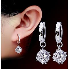 お買い得  ファッションピアス・イヤリング-人造真珠 ファッション 愛らしいです 真珠 合金 円形 シルバー ジュエリー のために パーティー 日常 1ペア