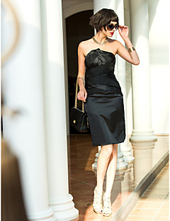 billiga Cocktailklänningar-Åtsmitande Axelbandslös Knälång Stretchig satäng Cocktailfest Klänning med Korsvis av TS Couture®