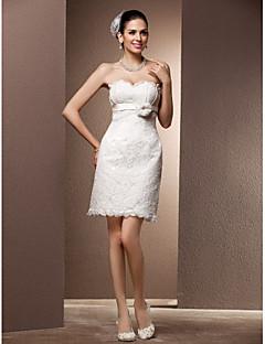 billiga Imperiumbrudklänningar-Åtsmitande Hjärtformad urringning Kort / mini Spets Bröllopsklänningar tillverkade med Bälte / band / Blomma av LAN TING BRIDE® / Liten vit klänning