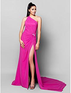 billige Kjoler i plusstørrelse-A-linje Enskuldret Hoffslep Chiffon Formell kveld Kjole med Delt front / Krystallbrosje av TS Couture®