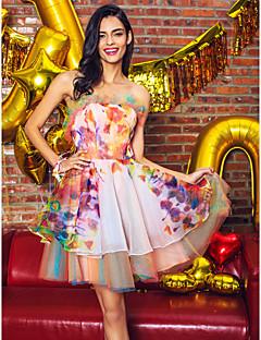 billiga Cocktailklänningar-ts couture® cocktailparty klä en-line axelbandslös kort / mini organza / satin med volanger