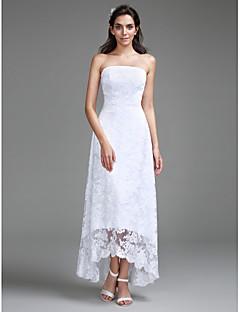 billiga Åtsmitande brudklänningar-Åtsmitande Axelbandslös Asymmetrisk Spets Bröllopsklänningar tillverkade med Spets av LAN TING BRIDE®